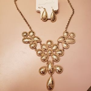 NWT Hammered Gold Necklace and Earring Set